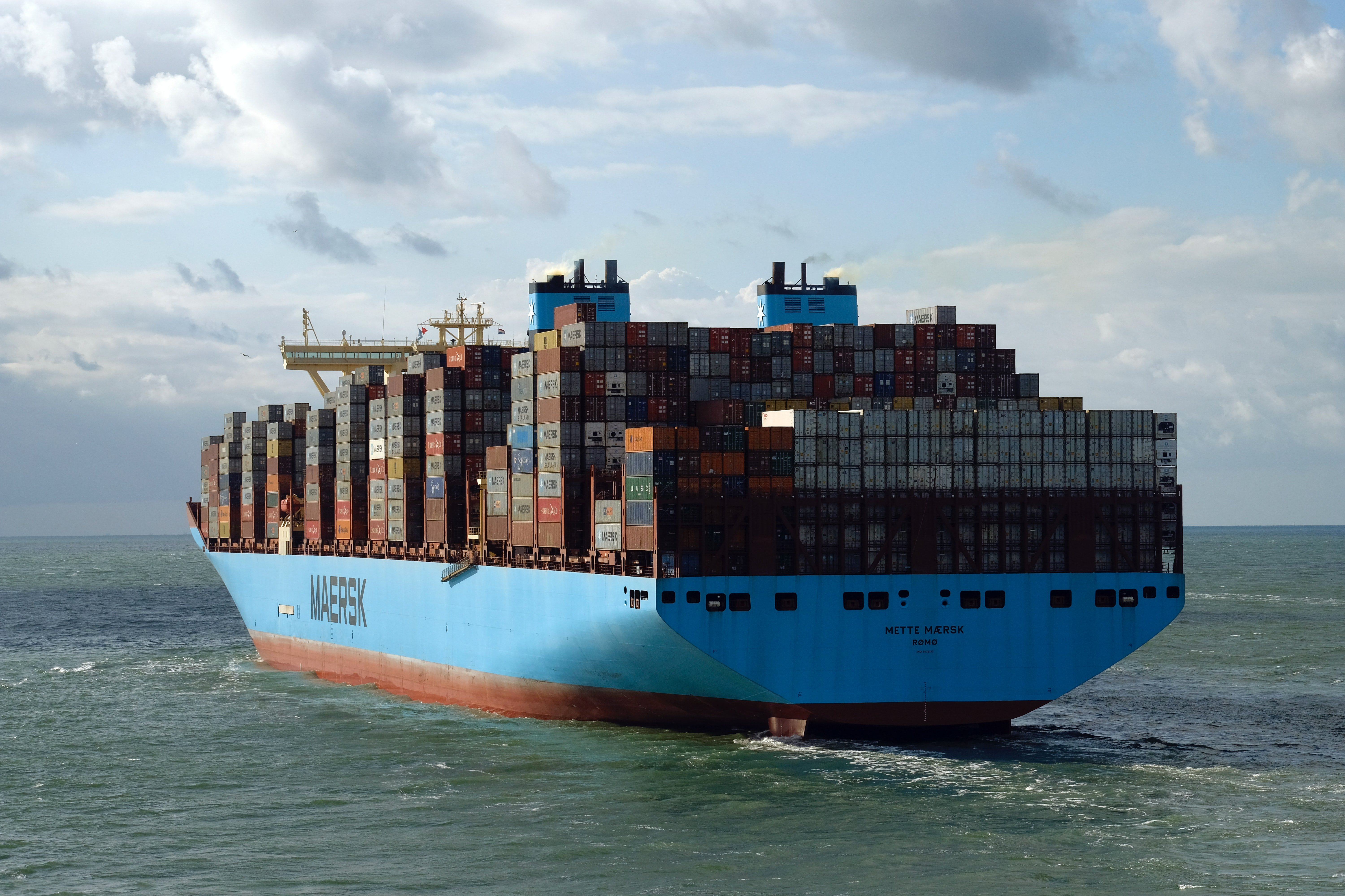How Can Container Racking Reduce Your Overseas Car Shipping Costs