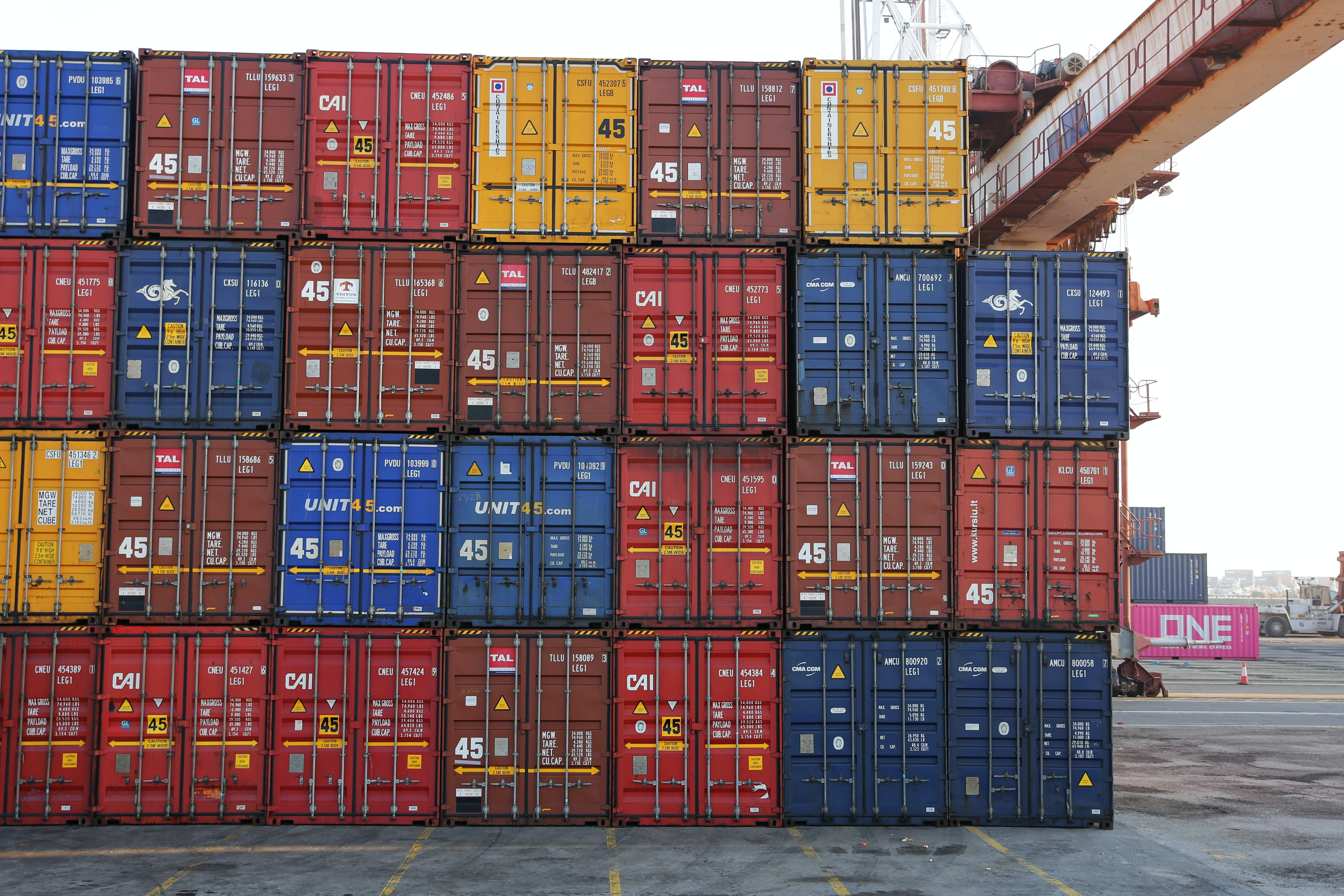 How Car Racking Systems Offer Versatility In Shipping Mixed Consignments Of Cars