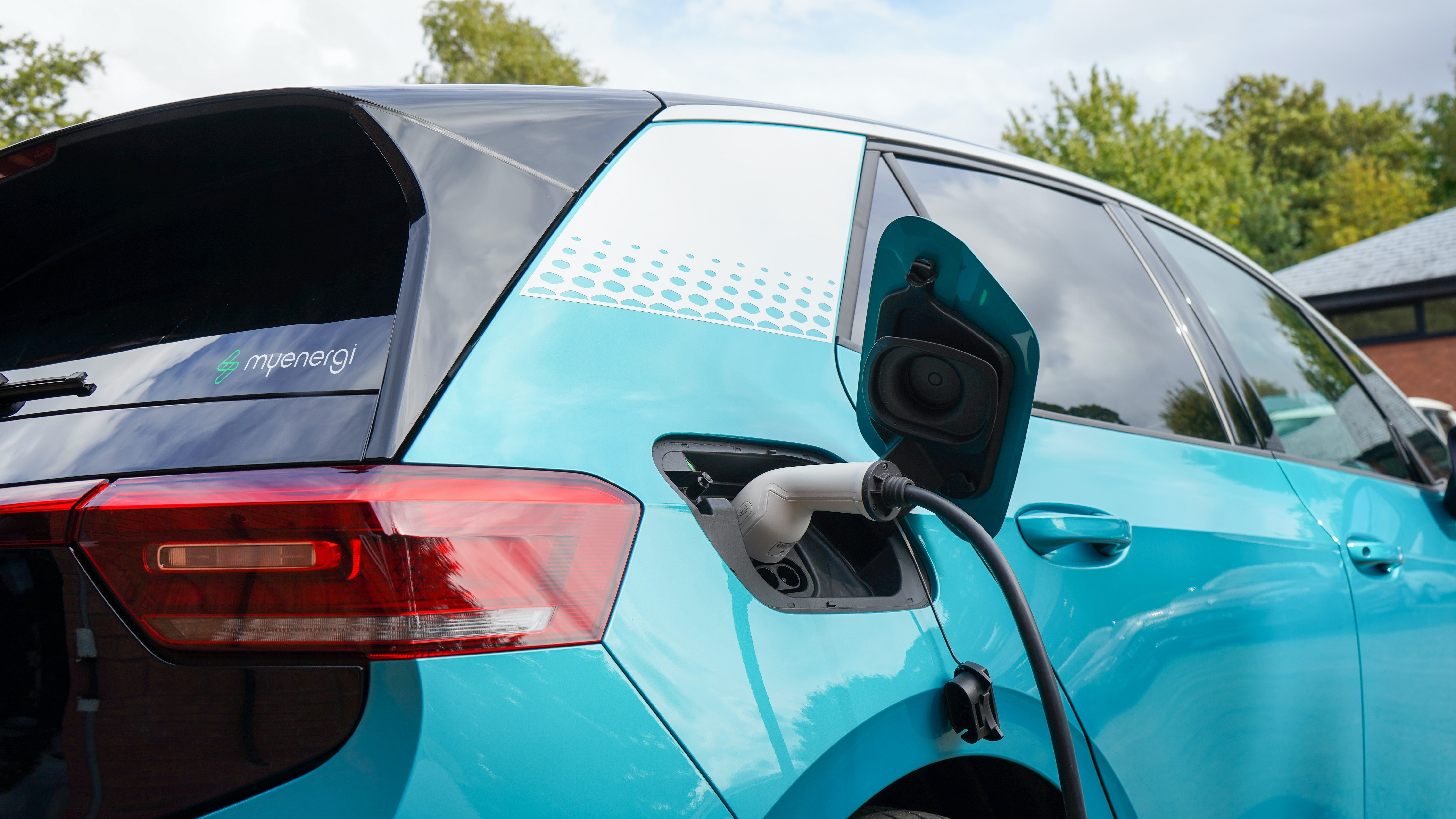 Transporting Electric And Hybrid Cars